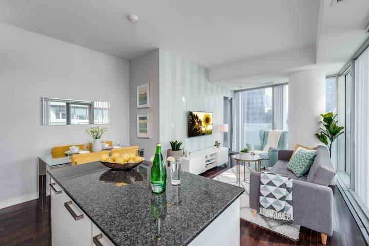 2 BDRM + Sofabed + Parking - Jays, MTCC, CN Tower