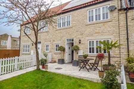 Mews Cottage - In Historic Helmsley - Helmsley - Talo