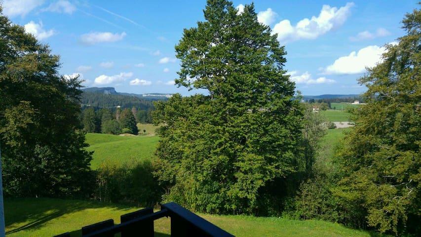 Découvrez le Haut Jura hiver & été - Les Rousses