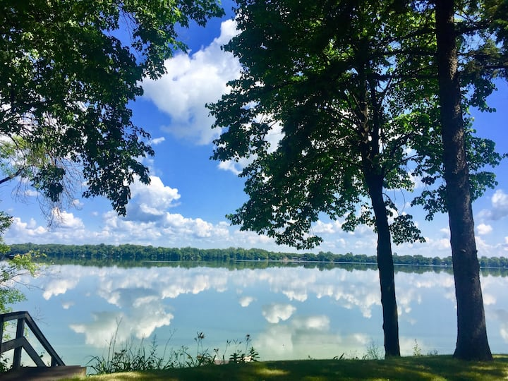 Lakefront Hideaway 50 minutes from Minneapolis.