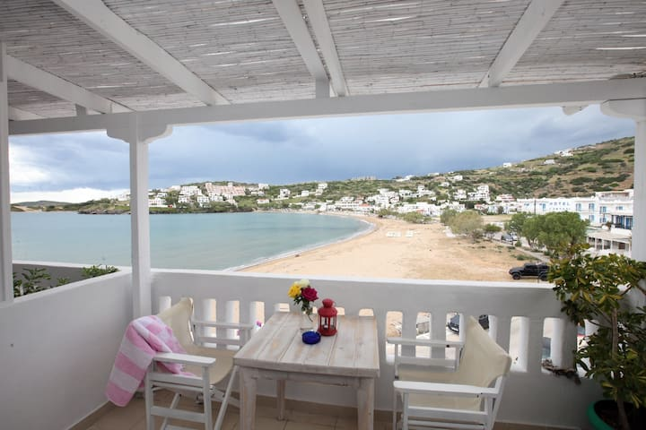 Cosy Studio with wonderful views over the sea