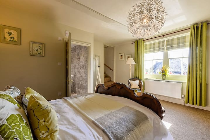 The George, THYME SUITE,inc Breakfast,inc parking - Bradford-on-Avon - Boutique-hotell