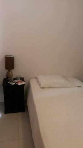 Habitacion centrica y con baño privado