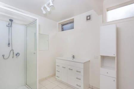 1 Budget Single n Double Room 经济单人间双人间 - Auckland