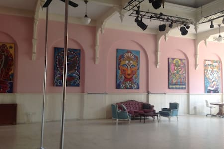 Fabulous Art Loft - Ballroom - Downtown - Saugerties