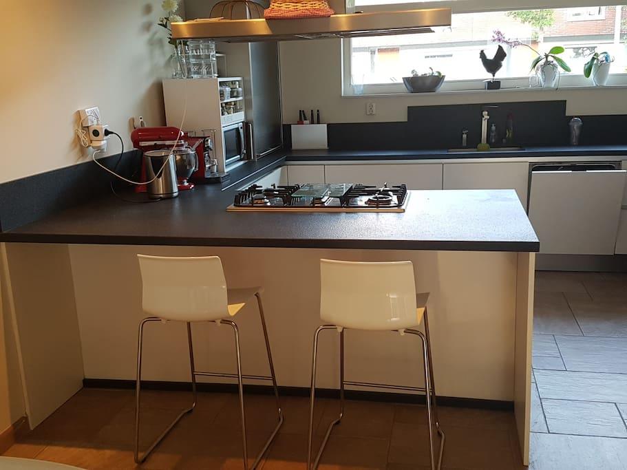 Kitechen Area - access to Microwave, Nespresso Coffe Machine, Refrigerator