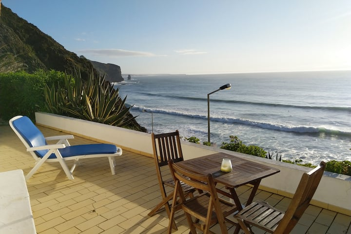 Ocean front house - 50 mts from the Arrifana sand