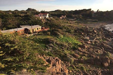 Espectacular casa, a orillas del mar,full equipada - Los Vilos - House