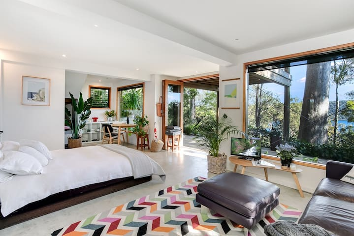 Boutique garden studio with views to Pittwater