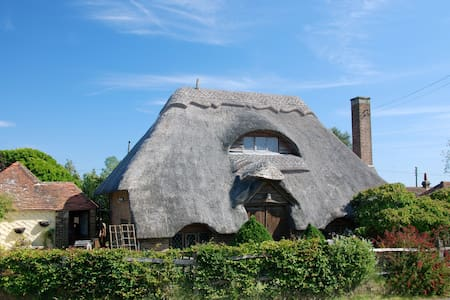 Beautiful thatched cottage in the country - Herstmonceux - Hus