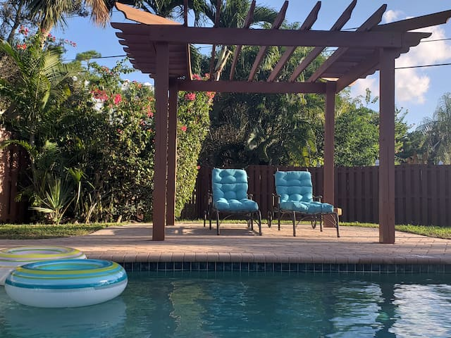 East Boca Gem: Close To Beaches/Universities
