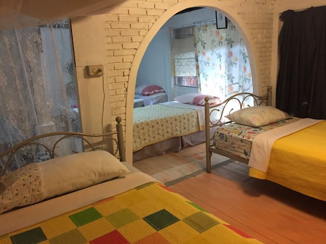 Gangster Room for 4 Bed Tha phea Chiang Mai - Chiang Mai - Guesthouse