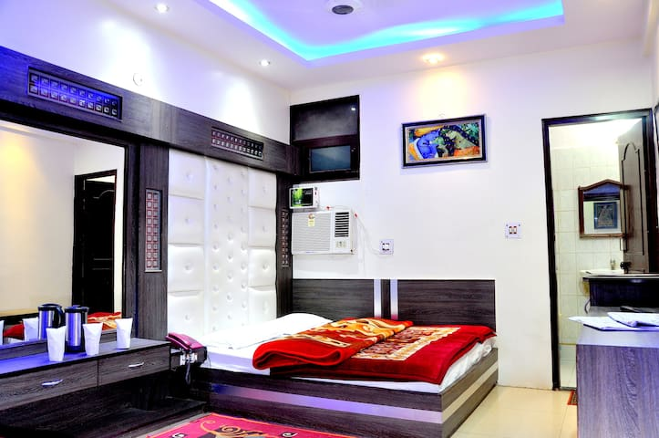 HOTEL PEACE POINT @200m NEW DELHI RAILWAY STATION