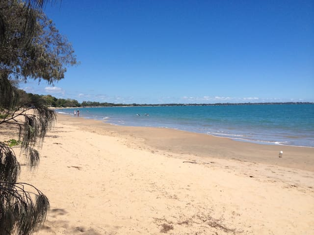 Ocean Waves - stroll to beach, pool included, airy - Fraser Coast Regional - Townhouse