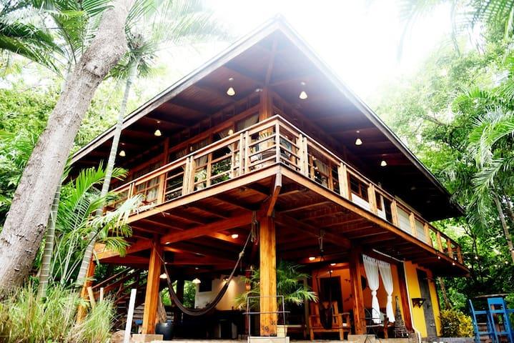 Casa Sabura