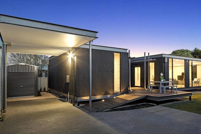 Unique modern light filled 3 bedroom house
