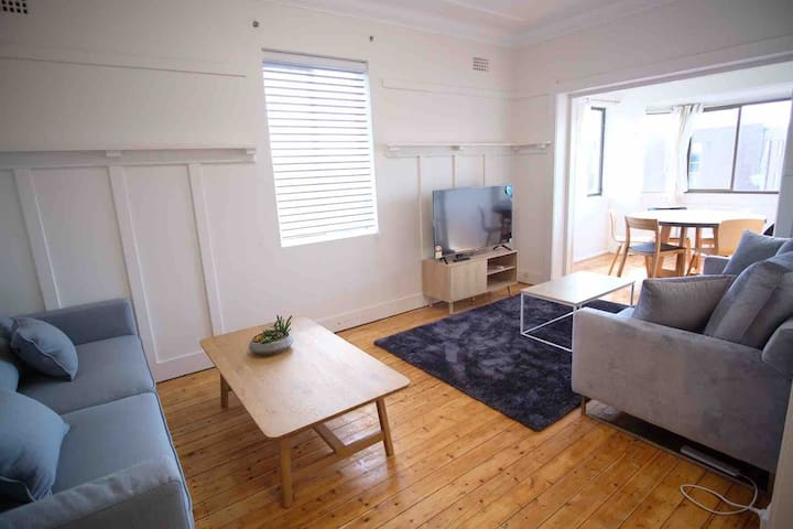 Sandy's Coogee Beach Side Apartment.