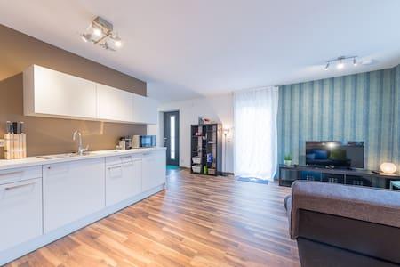 Apartment Kirchheim - 2,5 Zimmer, Zentral, Modern - Kirchheim unter Teck - Wohnung