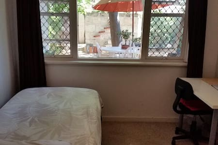 NO FRILLS Private,Quiet,Clean Singles Room - Dianella - Townhouse