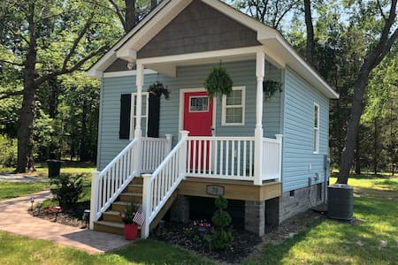 NEW-Teenie Weenie Luxury Guest House in Deltaville