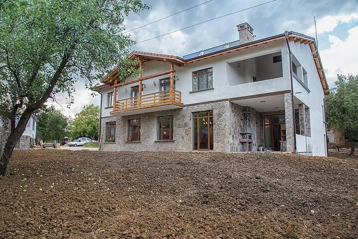 Dabravata Guest House, Yablanitsa (near Karlukovo)