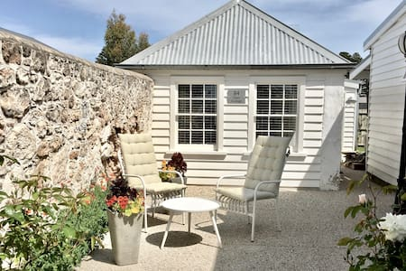 Cottage on Gipps in Prime Location