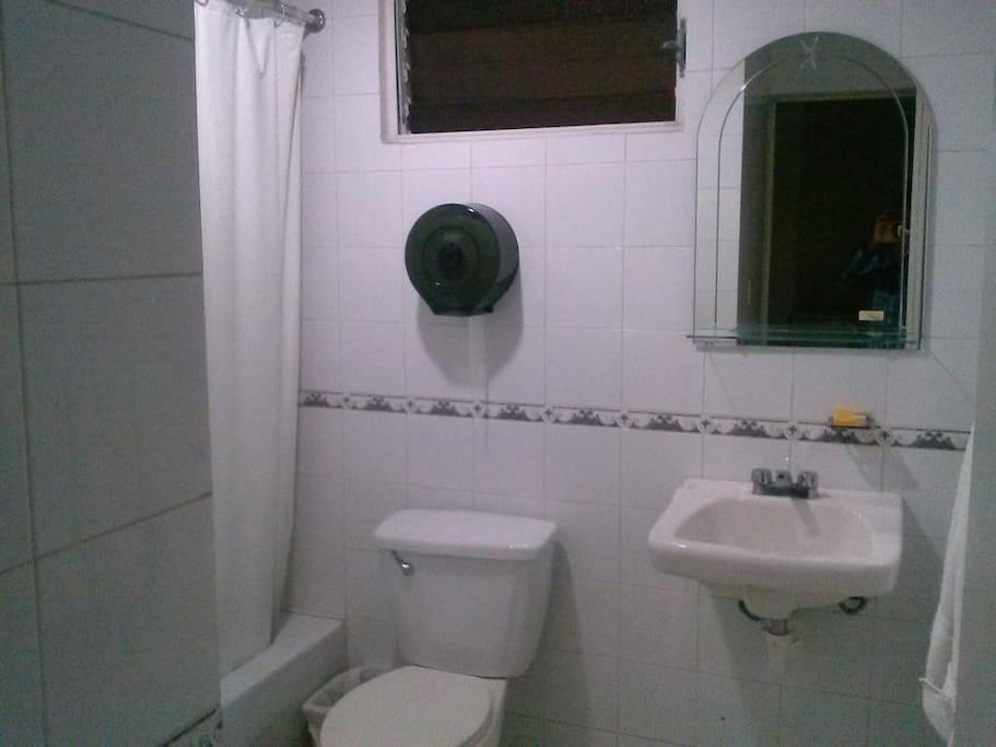 Habitaciones Estudio para Viajeros (Santiago de los Caballero, Republica Dominicana) *BANOS*