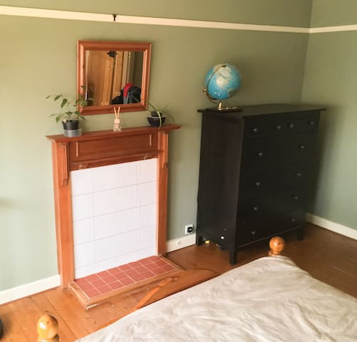 Spacious Double Room (+ optional pull out bed)