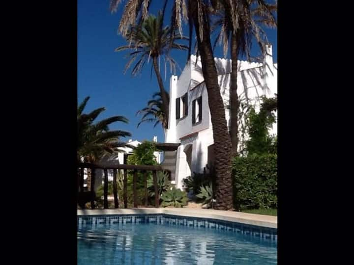 Casa en Fornells, 3 hab, 2 baños, 2 piscinas. Wifi