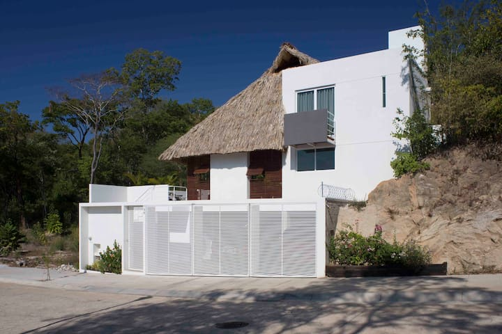 Modern suite in one of Huatulco's best locations