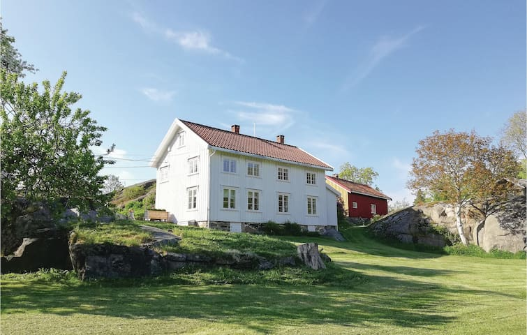Holiday cottage with 4 bedrooms on 120m² in Stabbestad