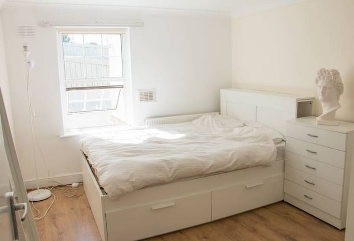 Bright Double Room in the Heart of Hackney
