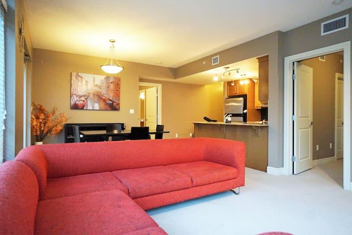 Downtown Large Executive 2 BR Suite! - Calgary - Condominium
