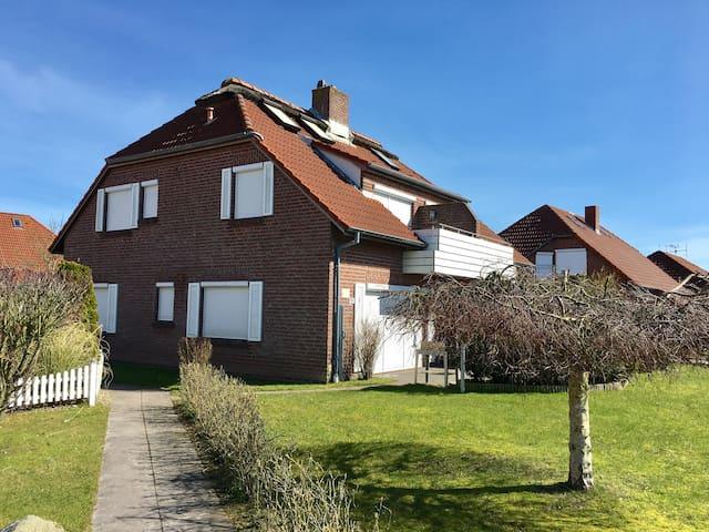 Moderne Ferienwohnung in super Lage - Norden - Apartamento