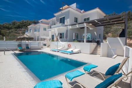 Sunset Luxury 5 Bedroom Villa with Swimming pool - PRotaras