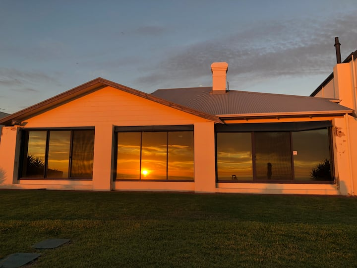 Sunset Paradise - Premium Beachfront Holiday Home