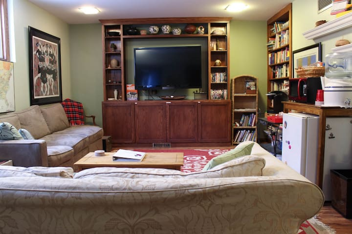 TV equipped for cable, DVD, Netflix & Amazon Prime.  Plenty of books, DVDs and board games for guests!