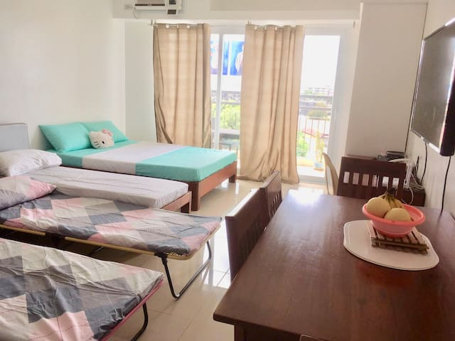 Bacolod studio unit Sleeps2-5 next Robinsons Place