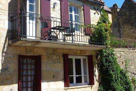 Maison de village,proche de Domme et Sarlat - Cénac-et-Saint-Julien - 独立屋