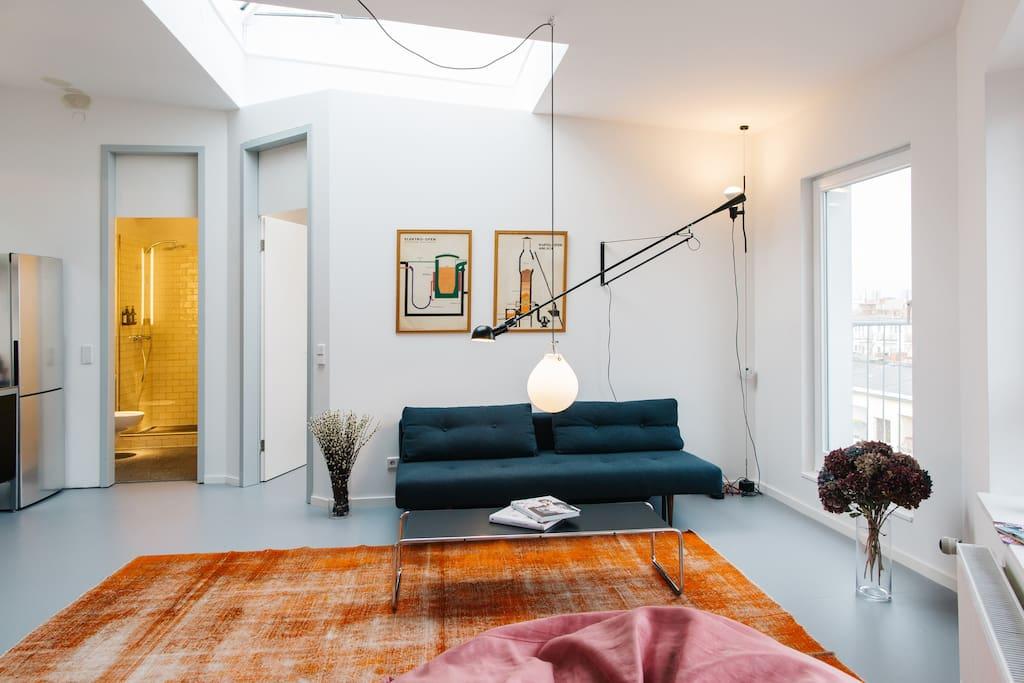 neu frisch renoviertes loft 2 zimmer dg wohnungen zur miete in berlin berlin deutschland. Black Bedroom Furniture Sets. Home Design Ideas
