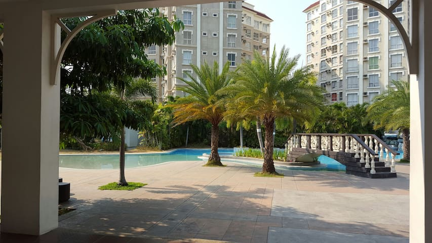 1 Bedroom Luxury Condo for rent near airport.