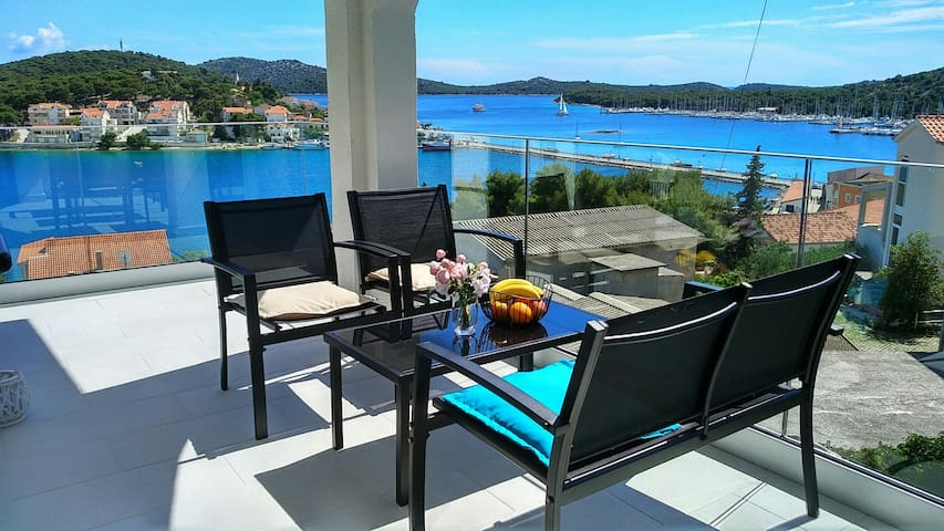 Apartment THE VIEW (apt.2) - view on Rogoznica bay