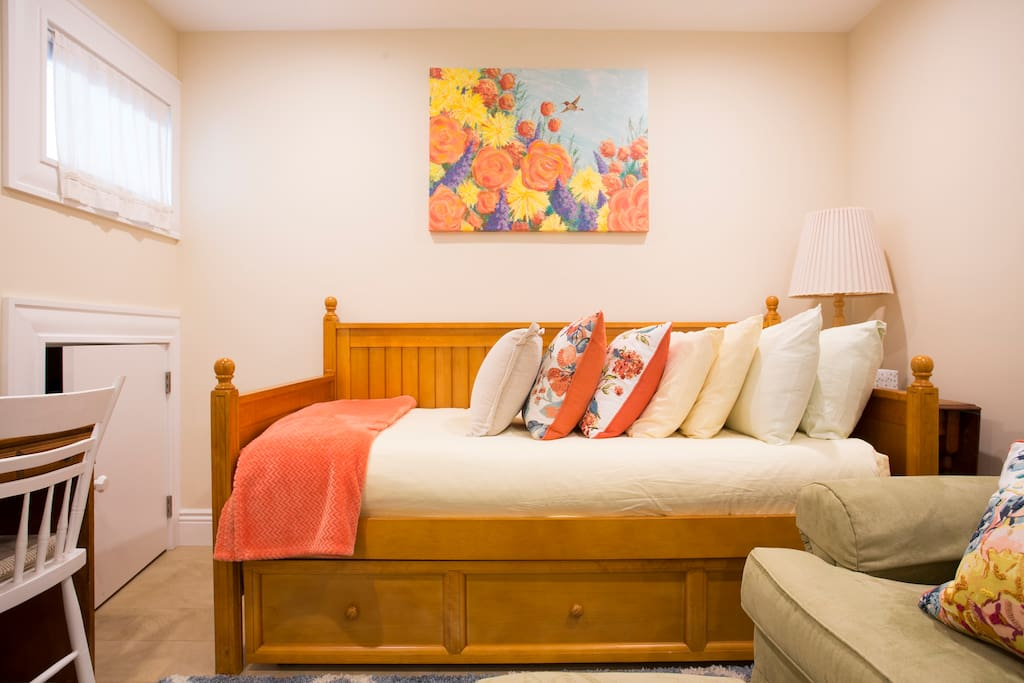 Comfy twin sized bed that also makes a great couch!