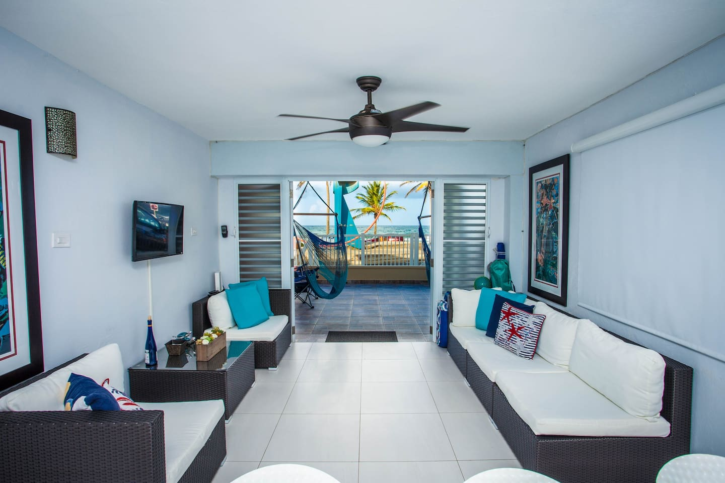 Our Spacious Living Room with amazing breeze and views to the Beach.