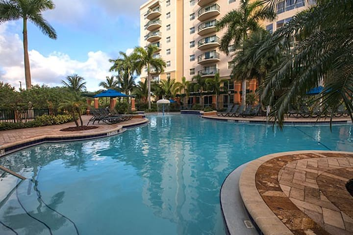 Beautiful Pompano Beach *NO CLEANING FEE*