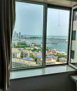 sea view room  Private Bathroom @ the city center - Apartemen