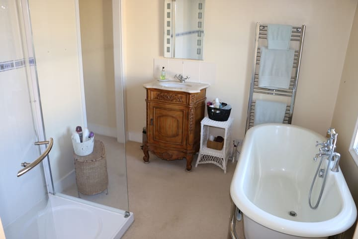 Relax and Unwind in our 'Bijou' Retreat - Charmouth - Huis