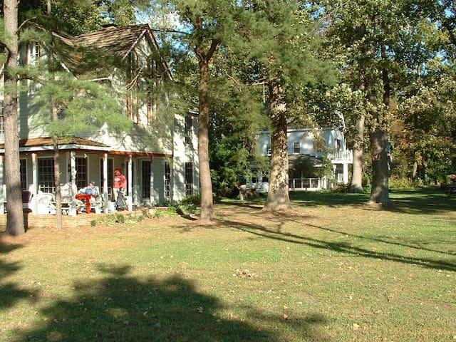 Neale Cottage, Whartons Grove