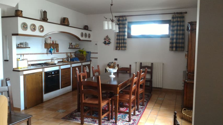 "B&B  ""LA GINESTRA"" - Prestigious Apartment - Cantone - Appartement"
