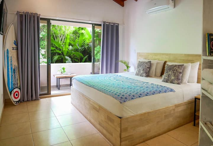 Avellanas - Private room with pool & AC